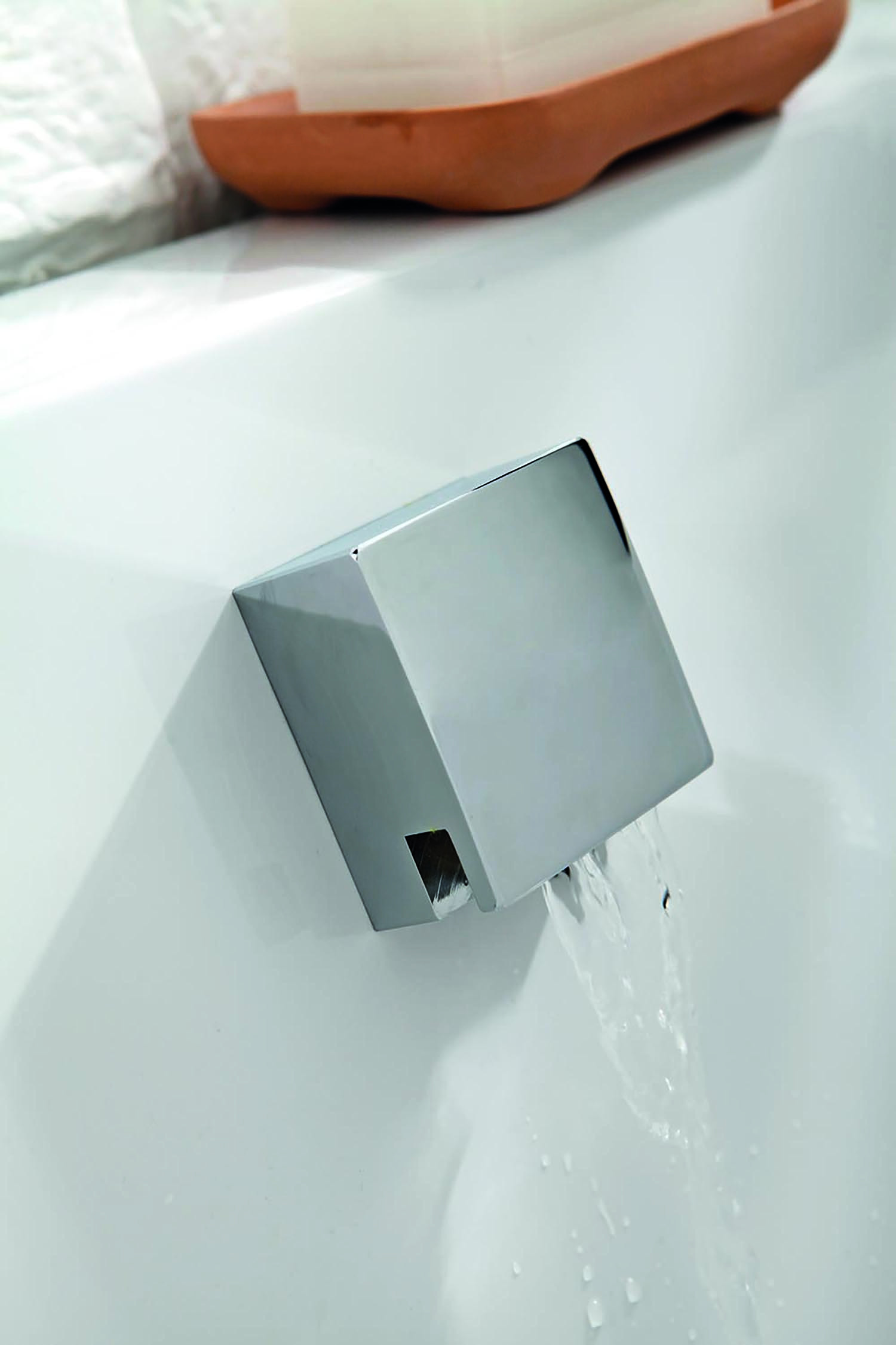 Cube Cascading Bath Filler Spout Frontlinebathrooms Com